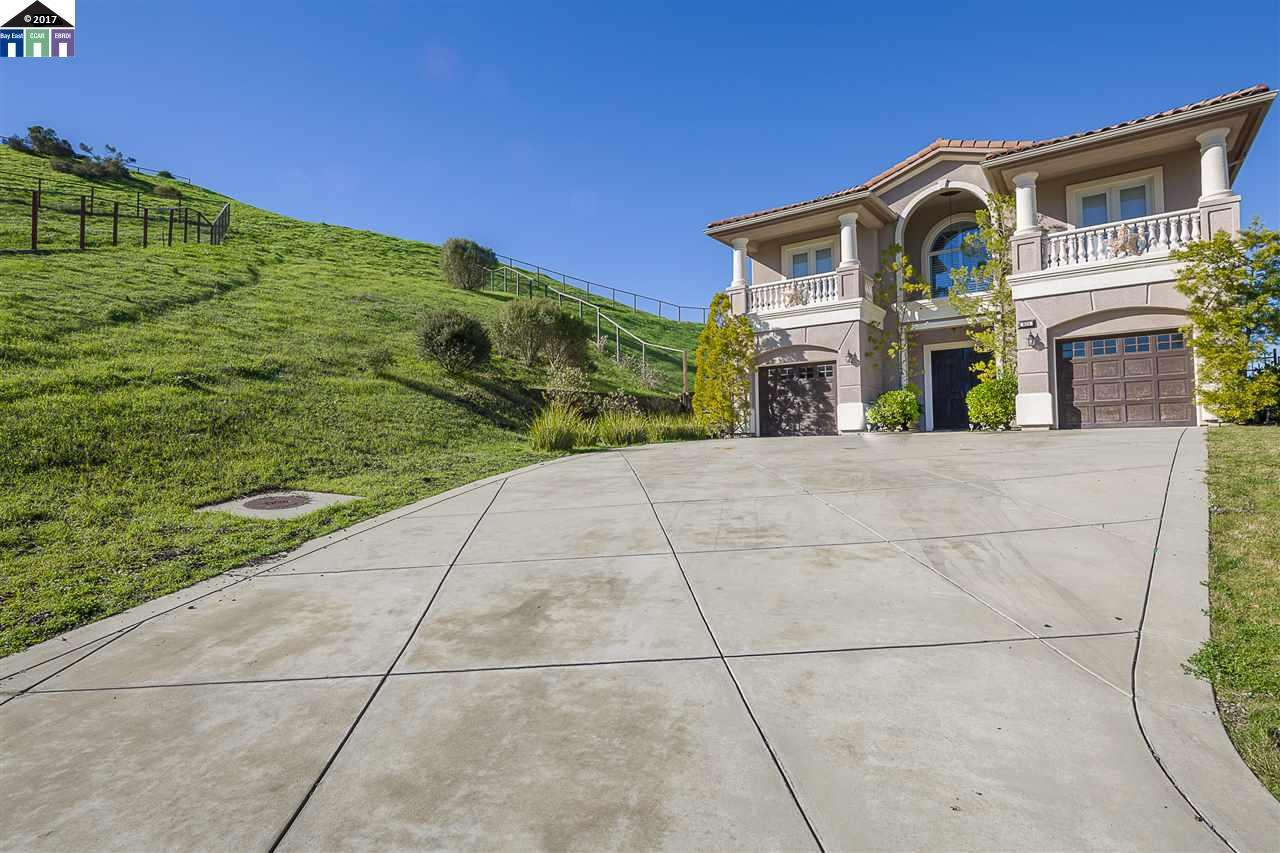 Single Family Home for Sale at 821 Henley Court San Ramon, California 94583 United States