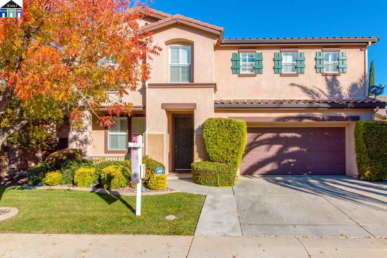 Casa Unifamiliar por un Venta en 2321 Cabana Lane Tracy, California 95377 Estados Unidos