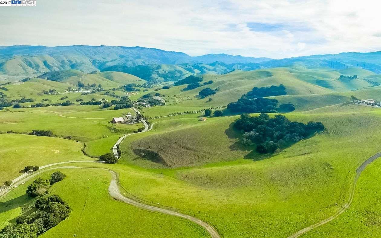 Terrain pour l Vente à 4255 Sheridan Road Sunol, Californie 94586 États-Unis