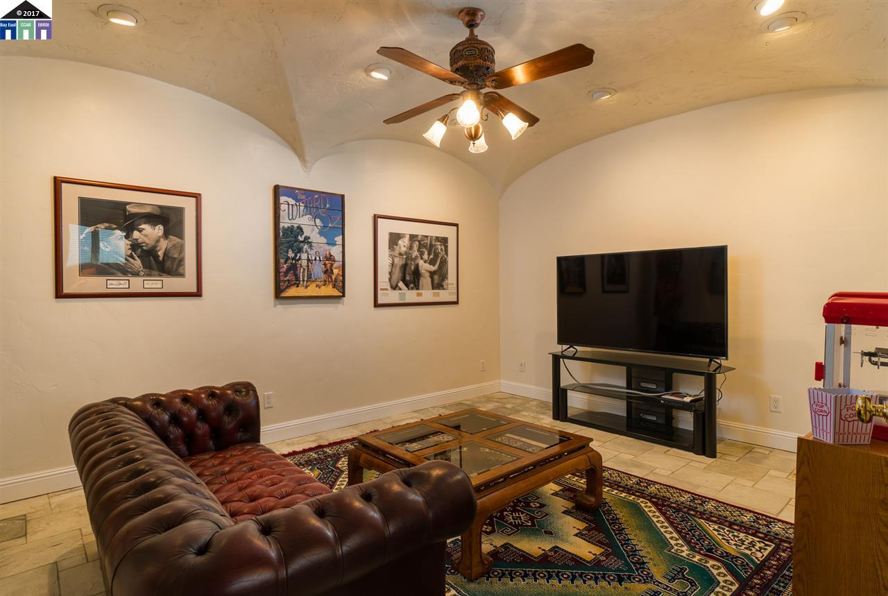Additional photo for property listing at 394 Western Drive 394 Western Drive Richmond, カリフォルニア 94801 アメリカ合衆国