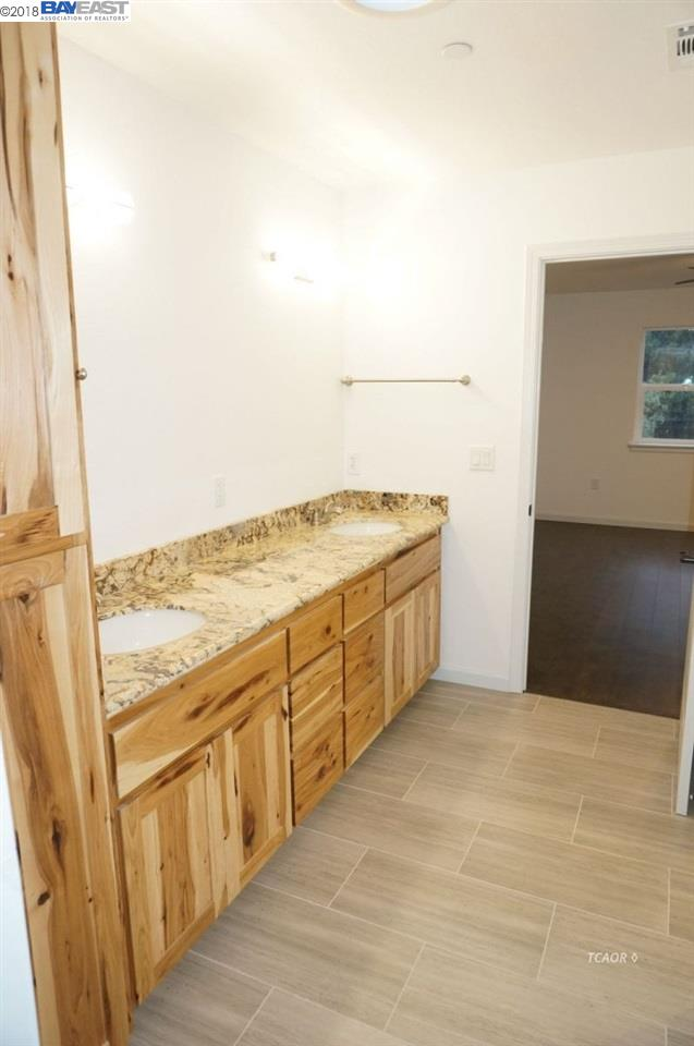 Additional photo for property listing at 25 Edge Road 25 Edge Road Weaverville, Californie 96093 États-Unis