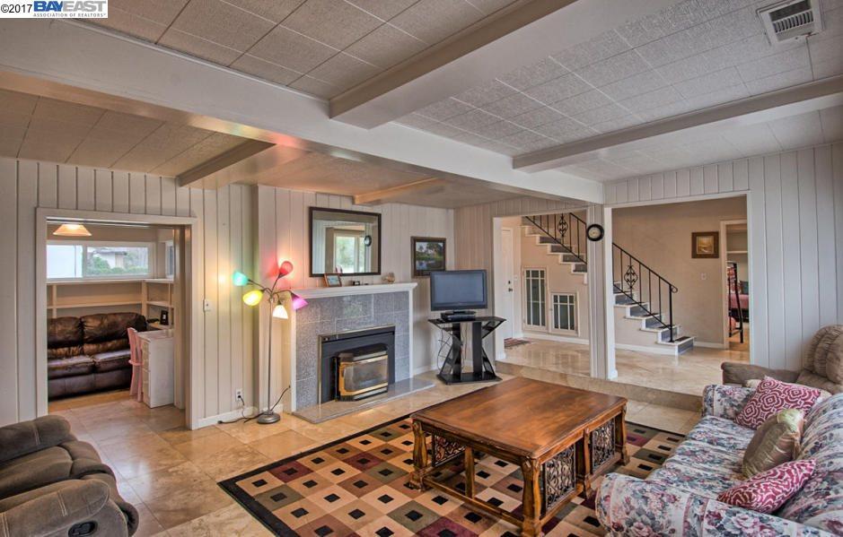 Частный односемейный дом для того Продажа на 3151 Island Drive Redding, Калифорния 96001 Соединенные Штаты