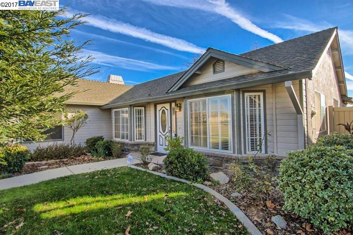 Maison unifamiliale pour l Vente à 4003 Sunglow Redding, Californie 96001 États-Unis