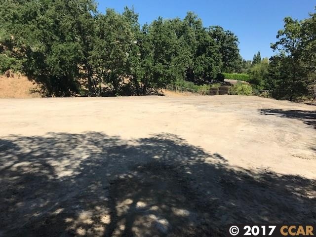 Additional photo for property listing at 8 Quiet Country Lane  Danville, California 94526 United States