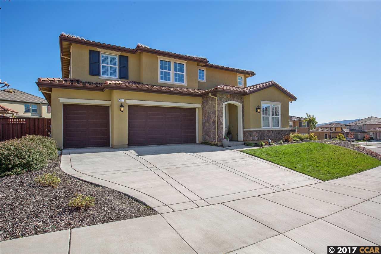 Maison unifamiliale pour l Vente à 5831 Avellina Drive Dublin, Californie 94568 États-Unis