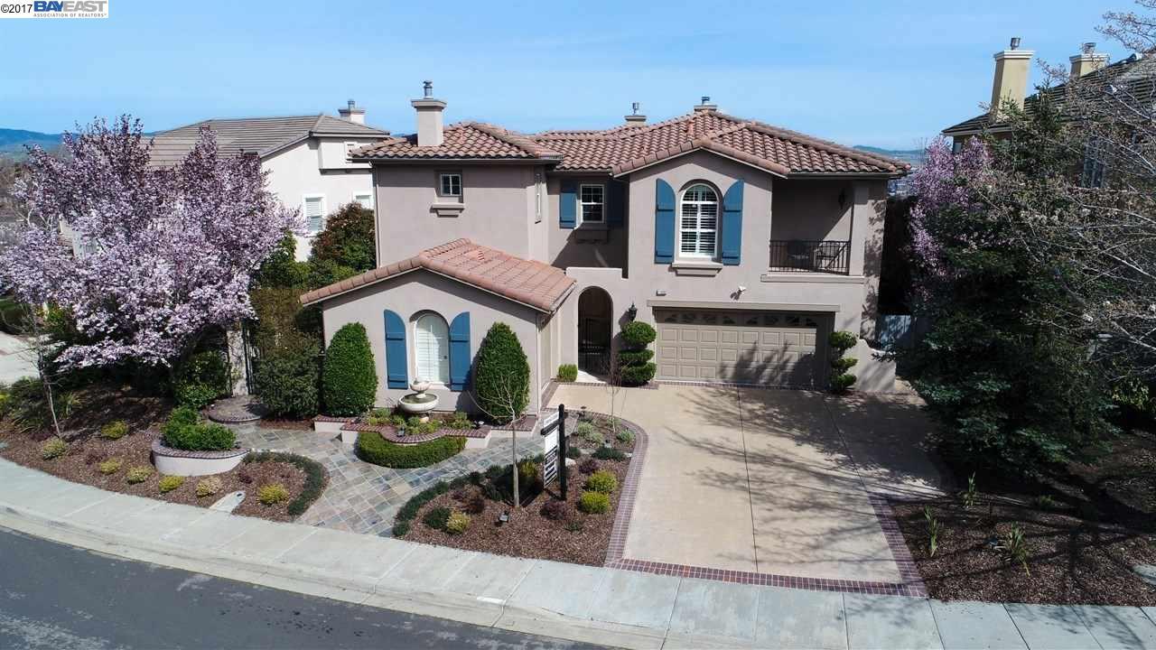 Maison unifamiliale pour l Vente à 11030 Inspiration Circle Dublin, Californie 94568 États-Unis