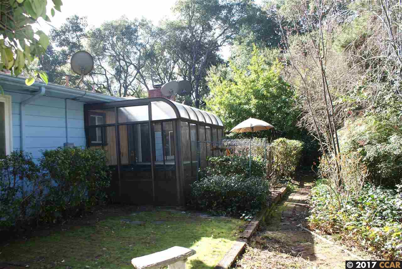 Additional photo for property listing at 205 Glorietta Blvd  Orinda, Californie 94563 États-Unis