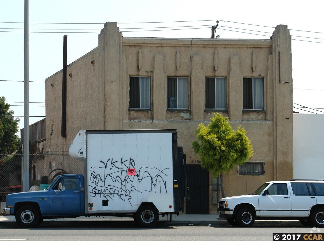 Commercial for Sale at 21356 S Alameda Street Carson, California 90810 United States