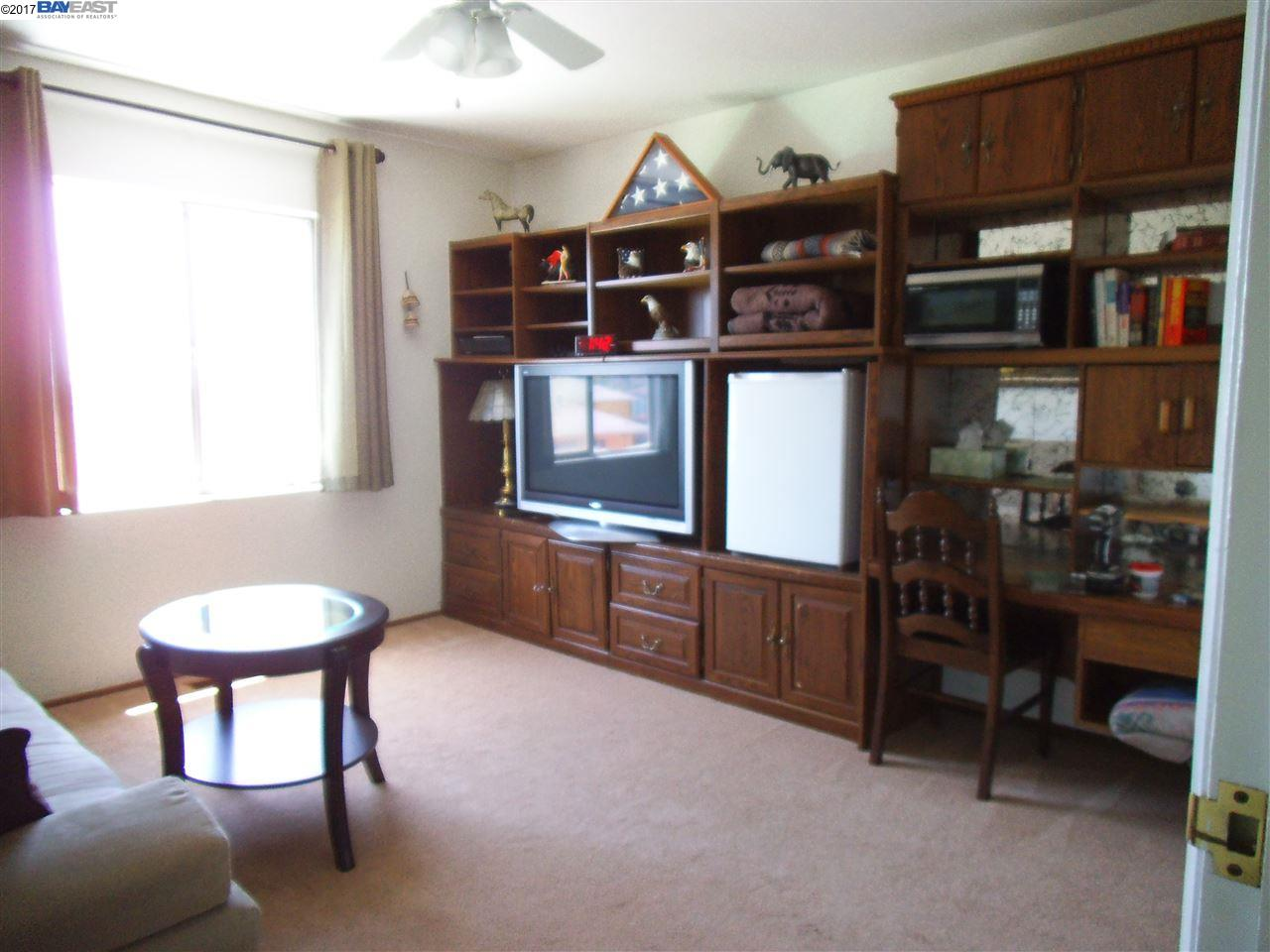 Additional photo for property listing at 17280 Los Banos Street  Hayward, カリフォルニア 94541 アメリカ合衆国