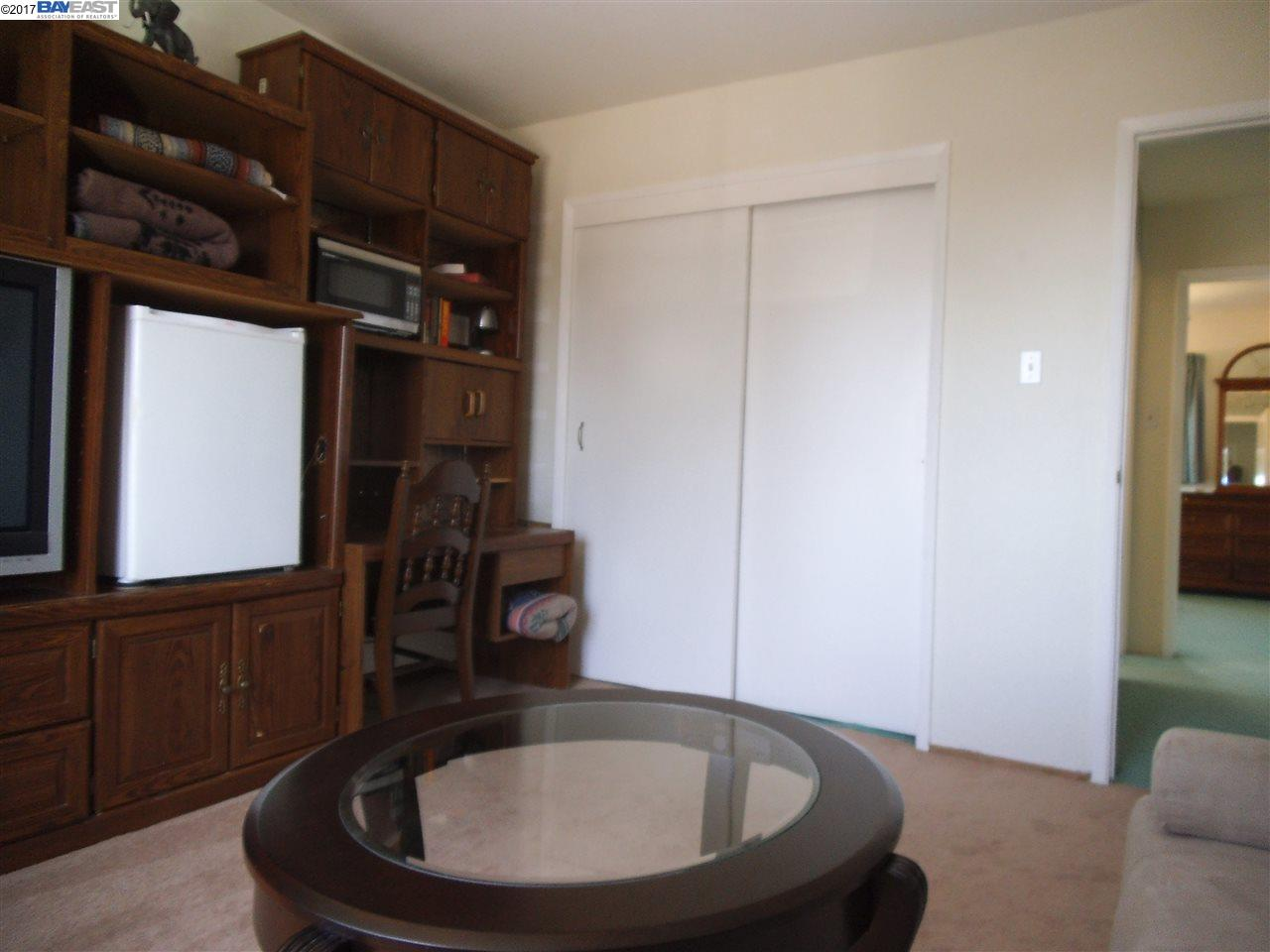 Additional photo for property listing at 17280 Los Banos Street  Hayward, Californie 94541 États-Unis