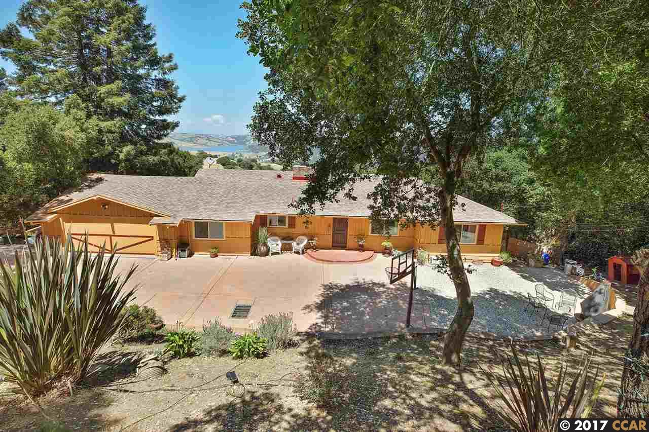 Additional photo for property listing at 2 Tumbling Brook Road  Orinda, California 94563 United States