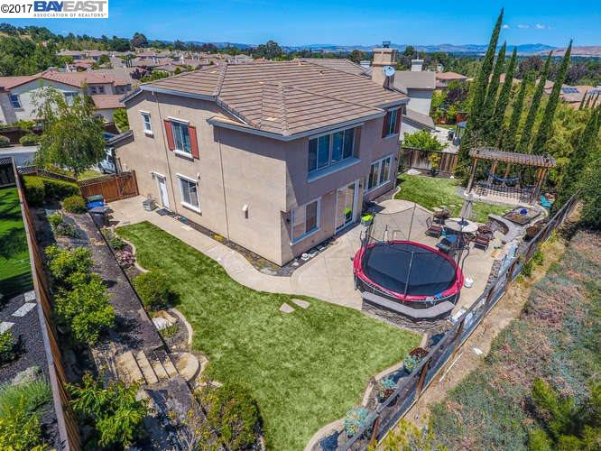 Additional photo for property listing at 1236 Oak Knoll Drive  Concord, California 94521 United States