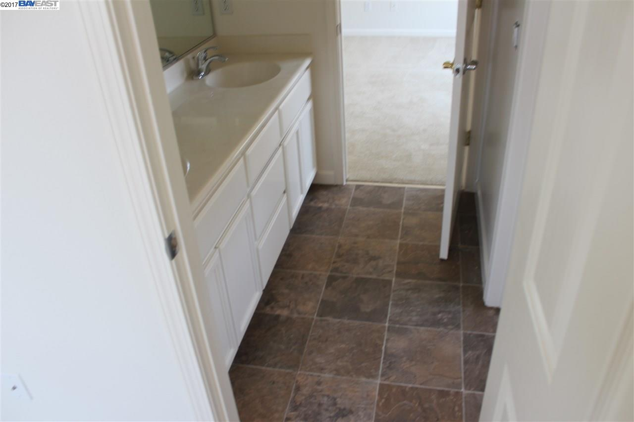 Additional photo for property listing at 1236 Oak Knoll Drive  Concord, Californie 94521 États-Unis