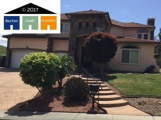 獨棟家庭住宅 為 出售 在 1104 Turquoise Drive 1104 Turquoise Drive Hercules, 加利福尼亞州 94547 美國