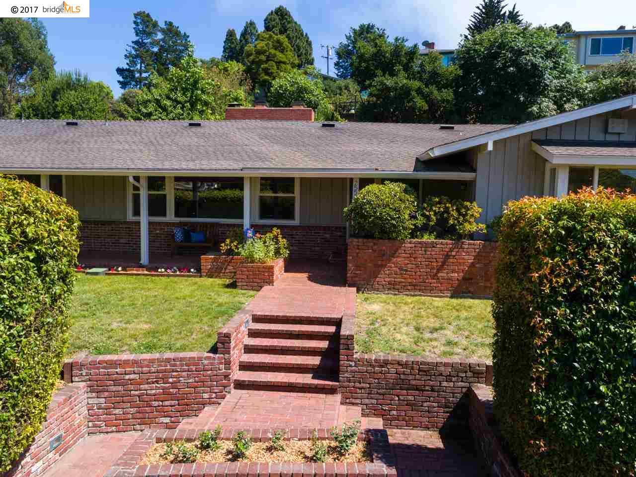 獨棟家庭住宅 為 出售 在 2550 Carquinez Avenue El Cerrito, 加利福尼亞州 94530 美國