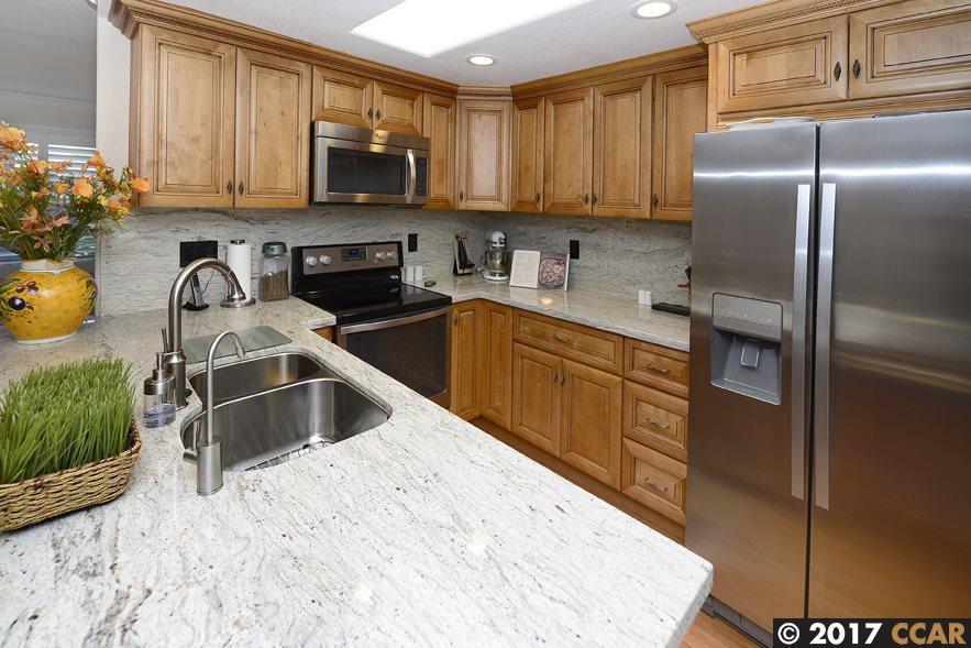 Кондоминиум для того Продажа на 2101 Tice Creek Walnut Creek, Калифорния 94595 Соединенные Штаты