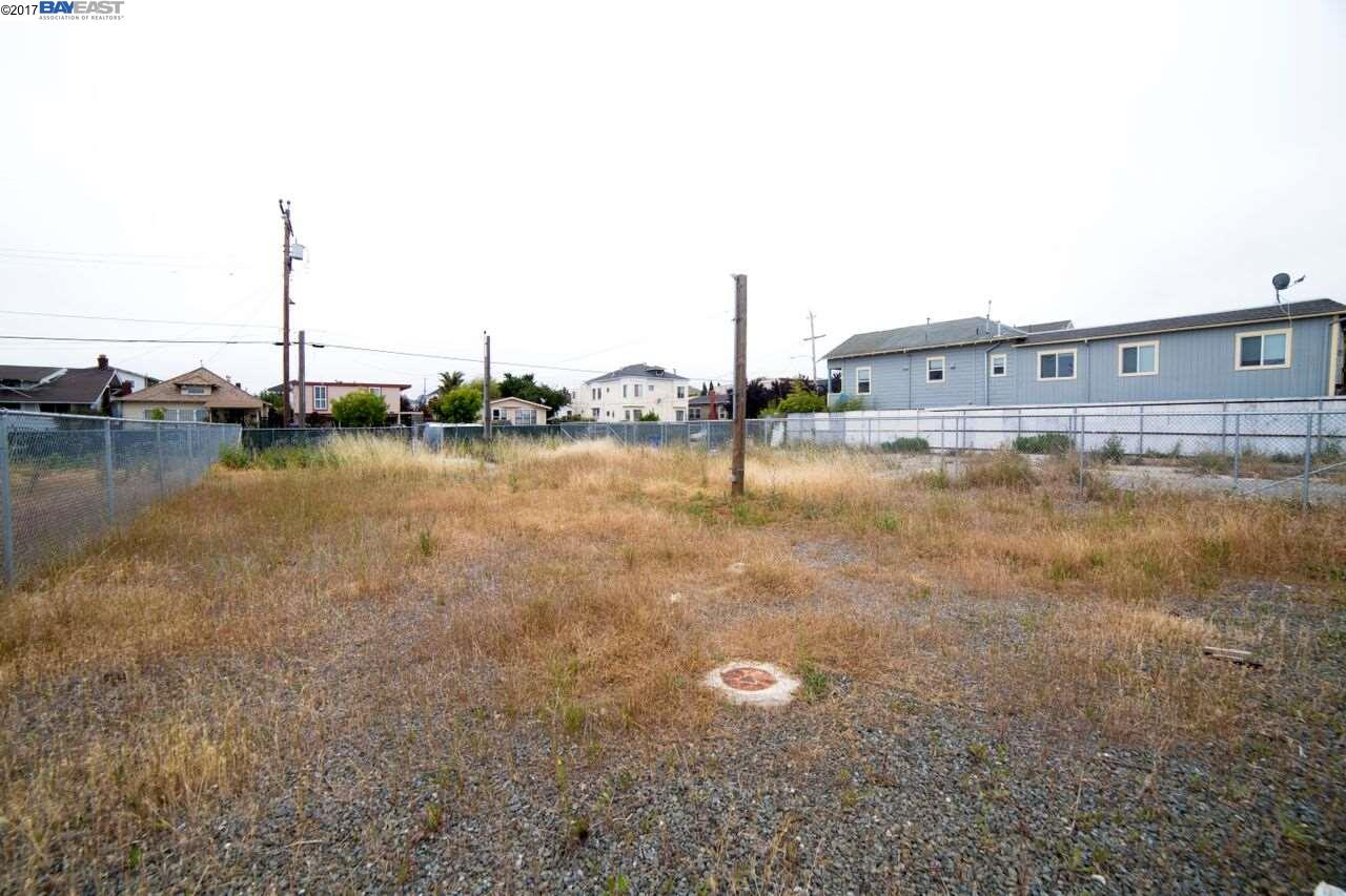 Additional photo for property listing at 829 31st Street  Oakland, California 94608 United States