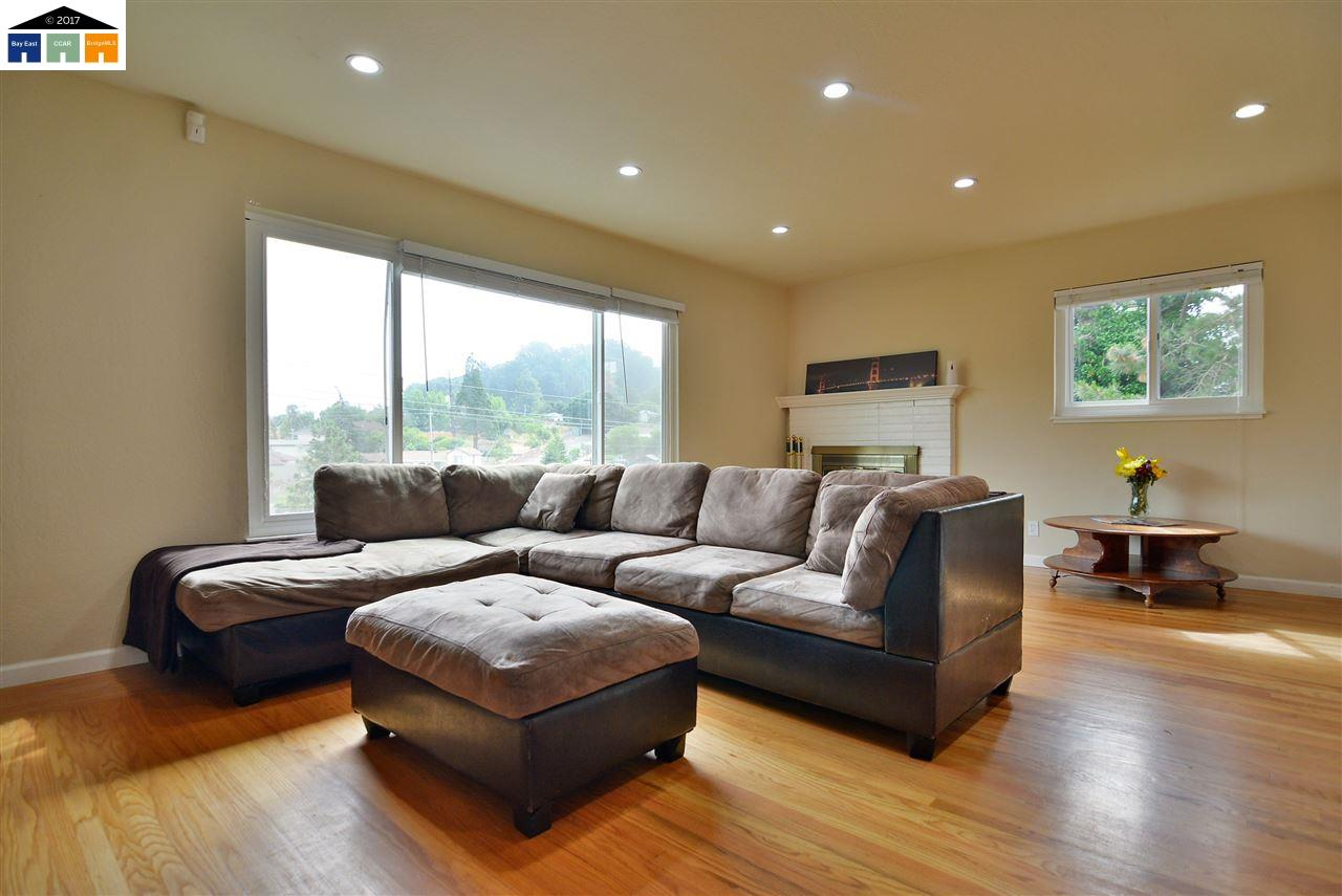 Additional photo for property listing at 743 Manor Road  El Sobrante, California 94803 United States