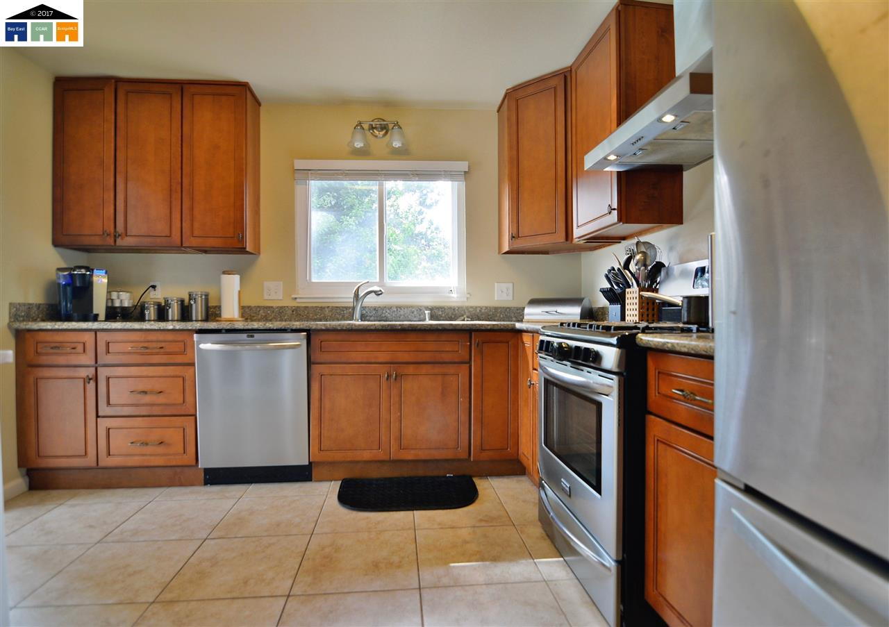 Additional photo for property listing at 743 Manor Road  El Sobrante, Kalifornien 94803 Vereinigte Staaten