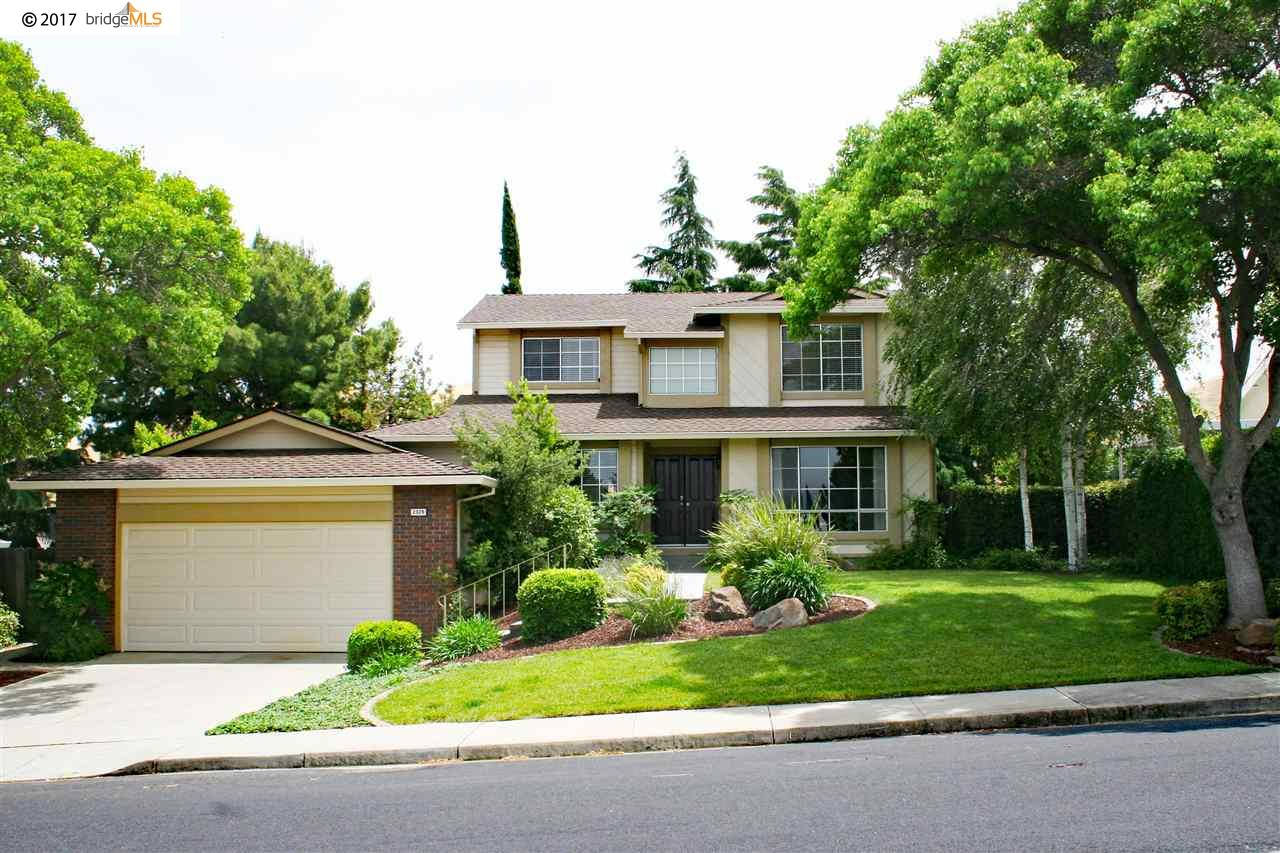 Maison unifamiliale pour l Vente à 2329 Cambridge Drive Antioch, Californie 94509 États-Unis