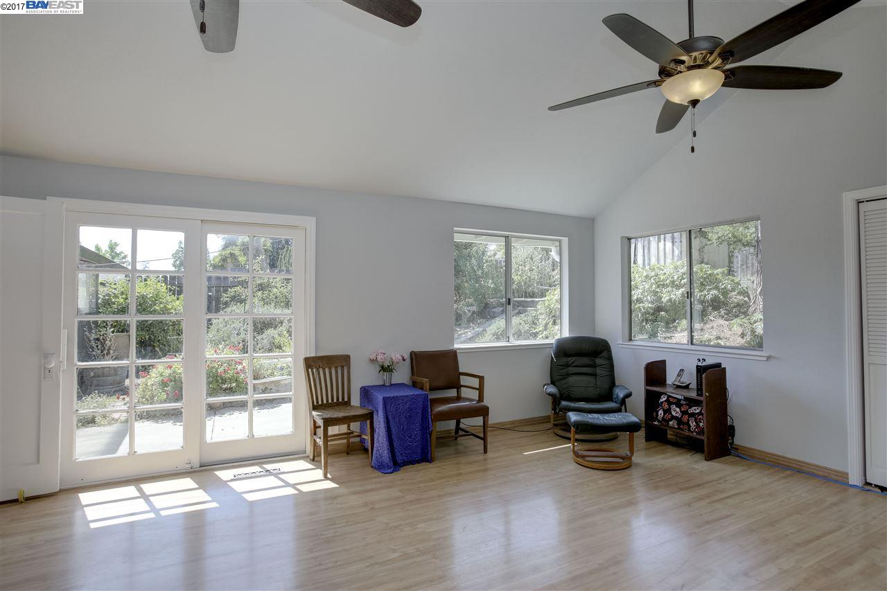 Additional photo for property listing at 1950 E Street  Hayward, Californie 94541 États-Unis