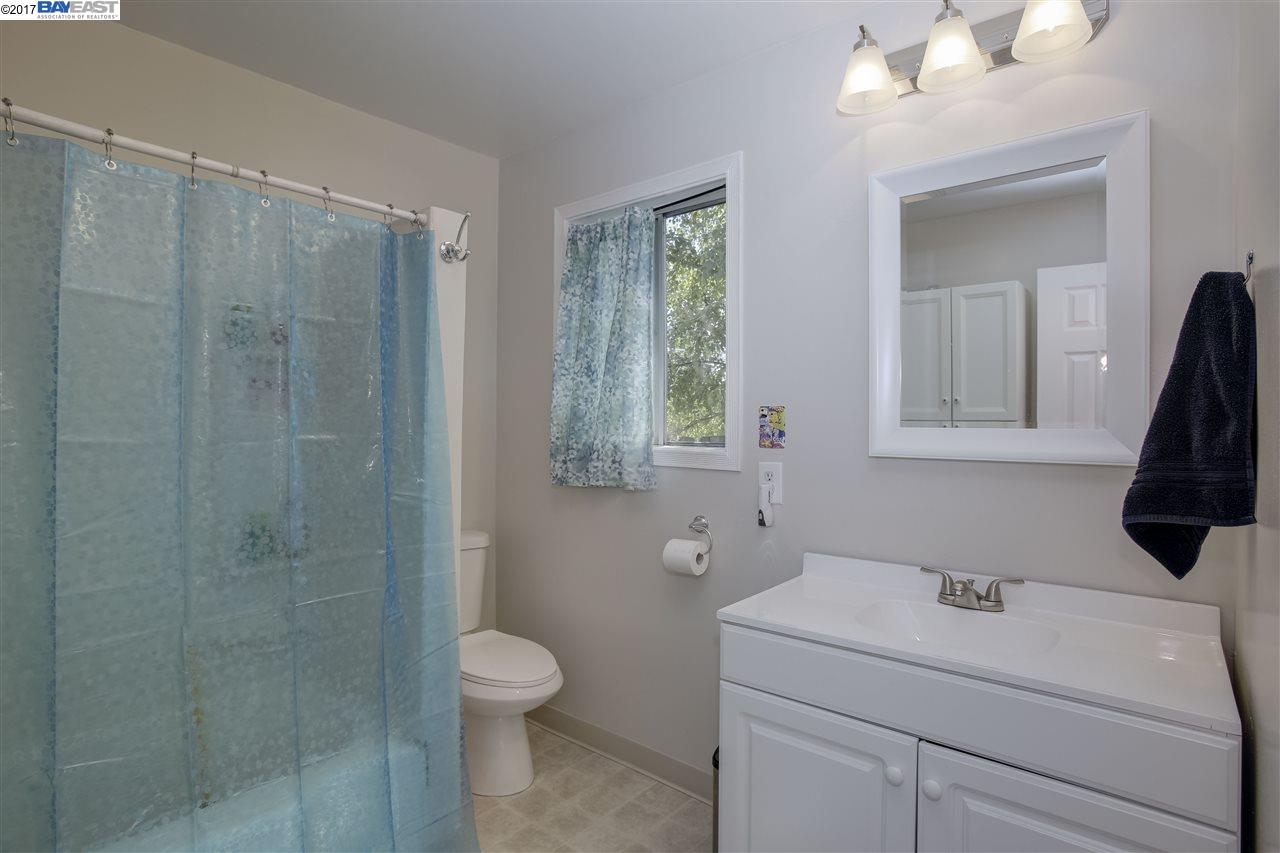 Additional photo for property listing at 1950 E Street  Hayward, Калифорния 94541 Соединенные Штаты