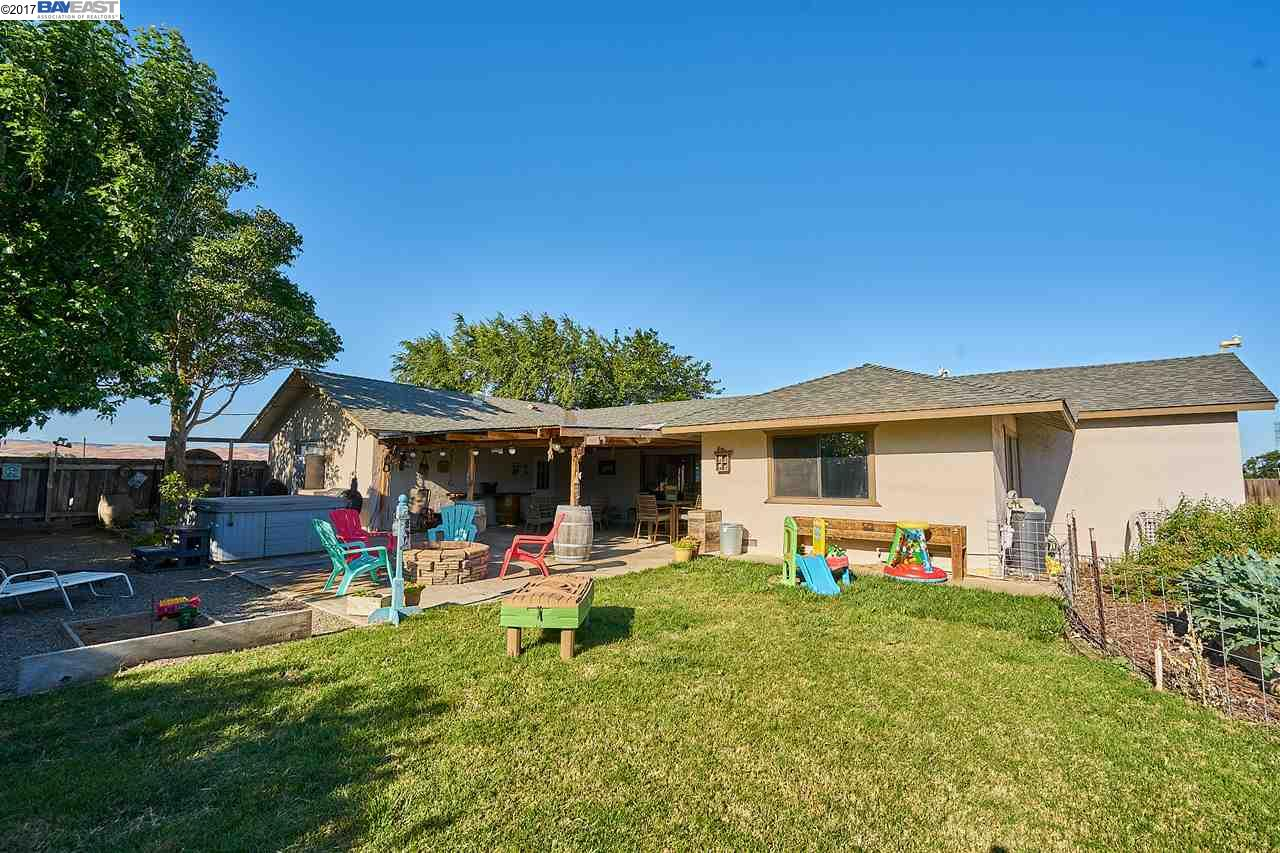 Single Family Home for Sale at 20199 Wicklund Road Tracy, California 95304 United States