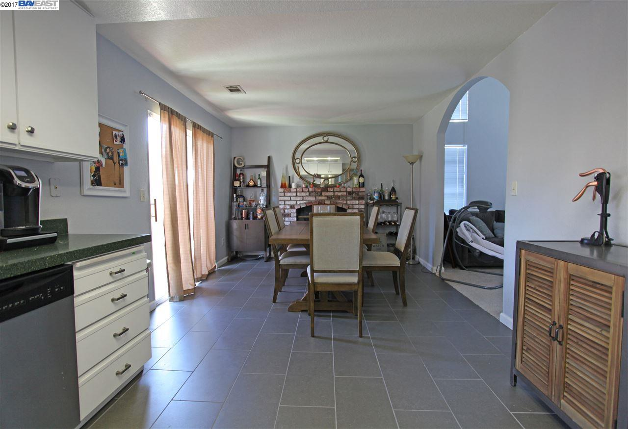 Additional photo for property listing at 733 Calico Way  Oakley, California 94561 Estados Unidos
