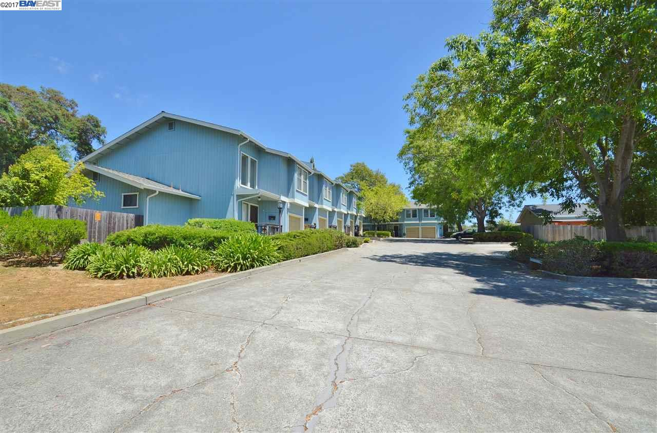 Additional photo for property listing at 19214 Center Street  Castro Valley, California 94546 United States