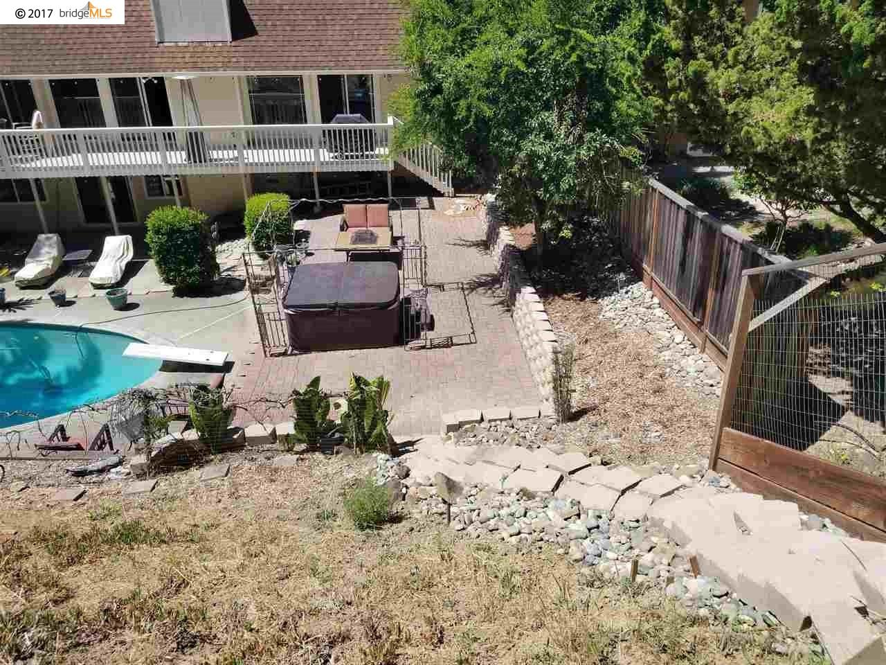 Additional photo for property listing at 7672 Surrey Lane  Oakland, Kalifornien 94605 Vereinigte Staaten
