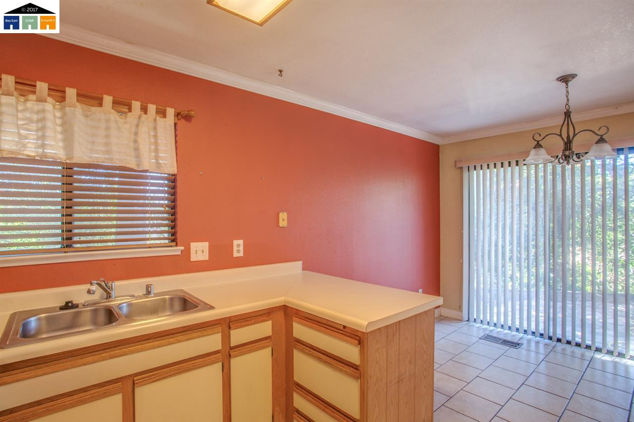 Additional photo for property listing at 2210 Renwick Lane  Antioch, カリフォルニア 94509 アメリカ合衆国