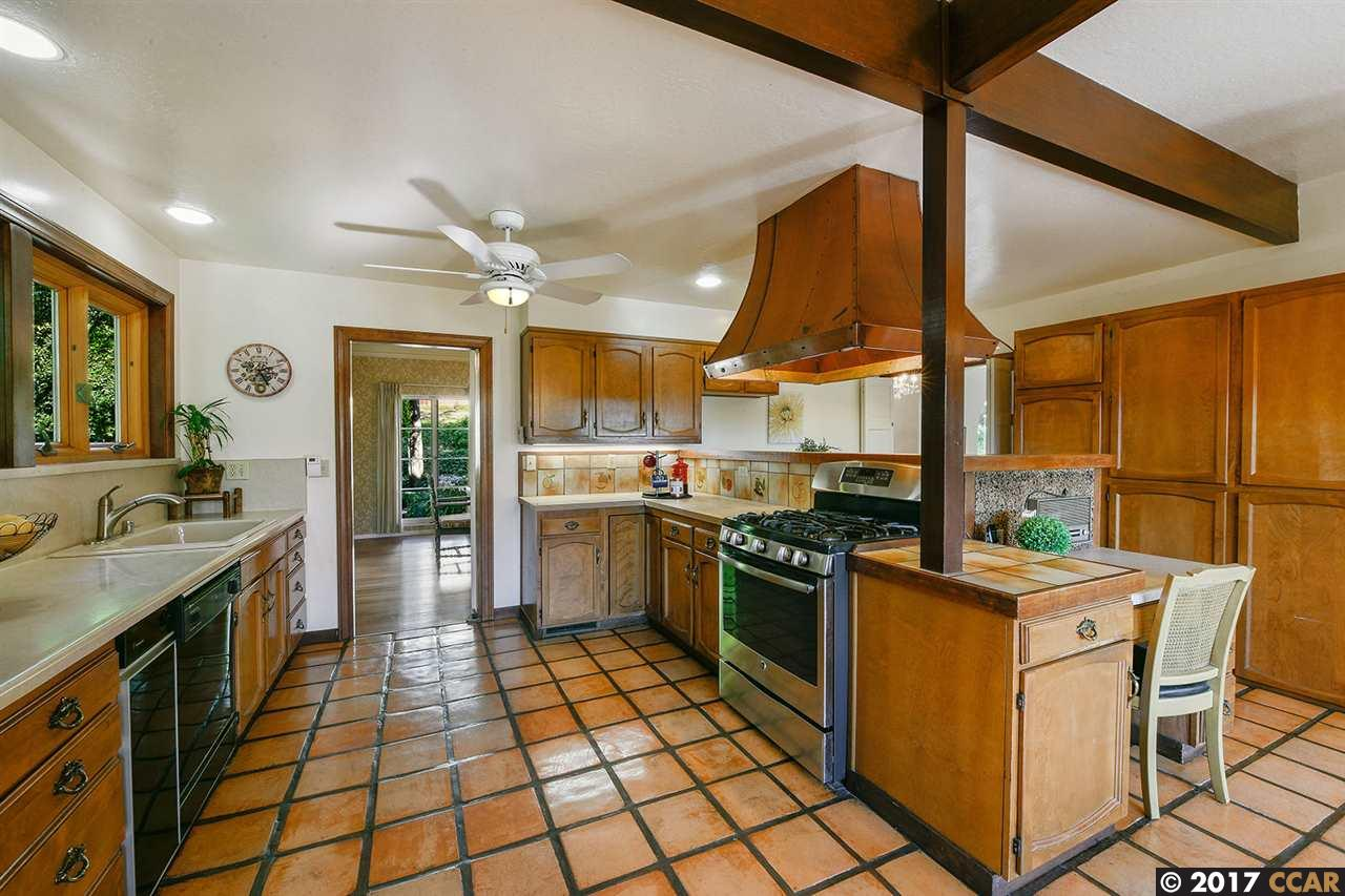 Additional photo for property listing at 657 Carlston Avenue  Oakland, California 94610 United States