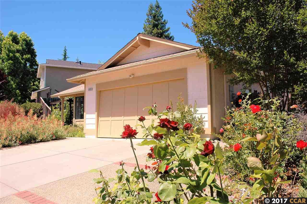 Maison unifamiliale pour l Vente à 2529 Holly View Drive Martinez, Californie 94553 États-Unis