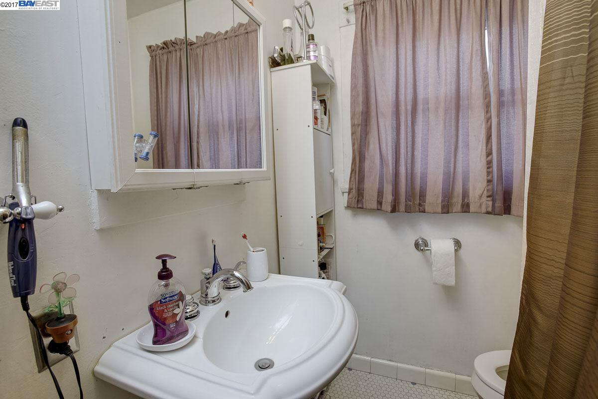 Additional photo for property listing at 1745 87th Avenue  Oakland, California 94621 United States