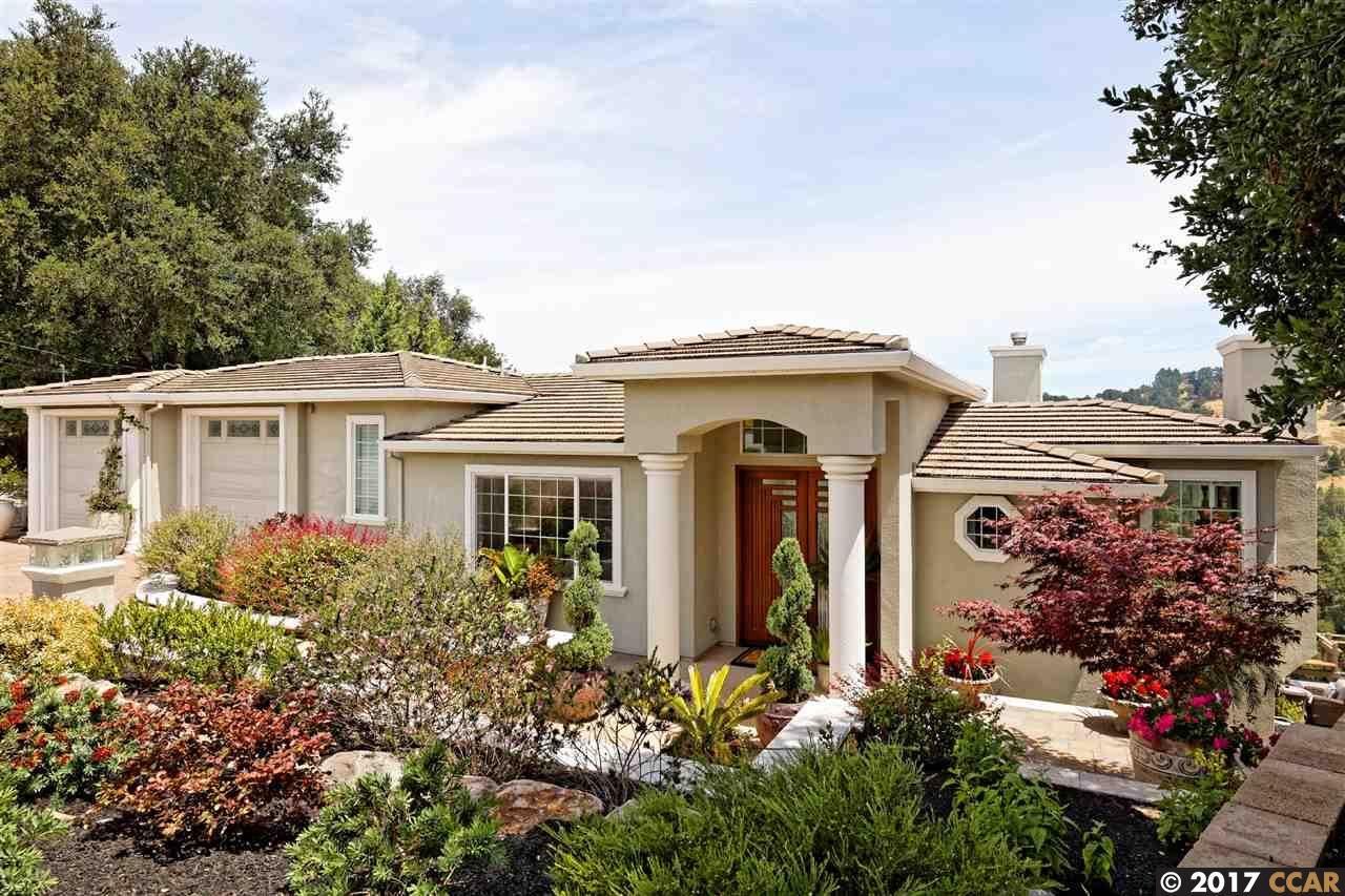 واحد منزل الأسرة للـ Sale في 11 Crestview Court Orinda, California 94563 United States