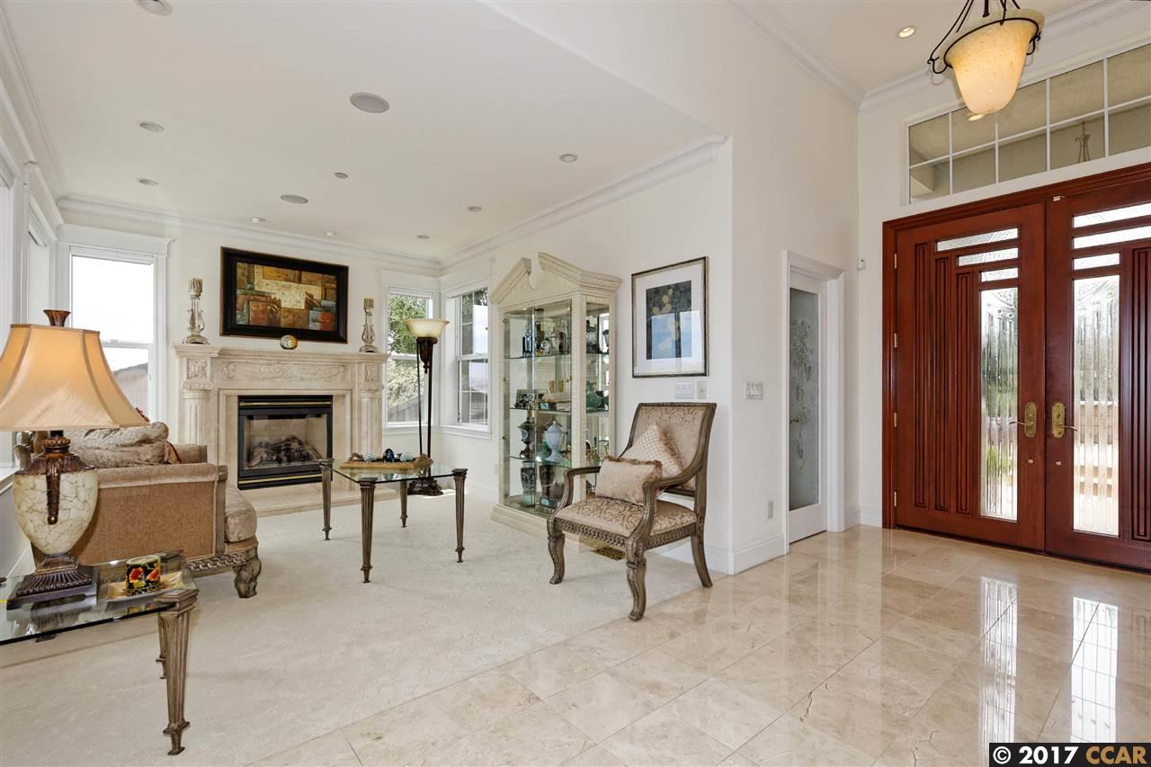 Additional photo for property listing at 11 Crestview Court  Orinda, California 94563 United States