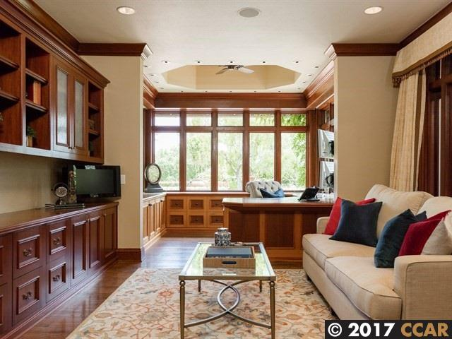 Additional photo for property listing at 10 Winding Lane 10 Winding Lane Orinda, California 94563 United States