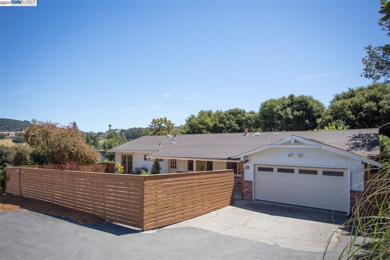 واحد منزل الأسرة للـ Sale في 41 Leisure Lane El Sobrante, California 94803 United States