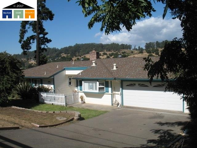 Casa Unifamiliar por un Venta en 10718 Fallbrook Way Oakland, California 94605 Estados Unidos