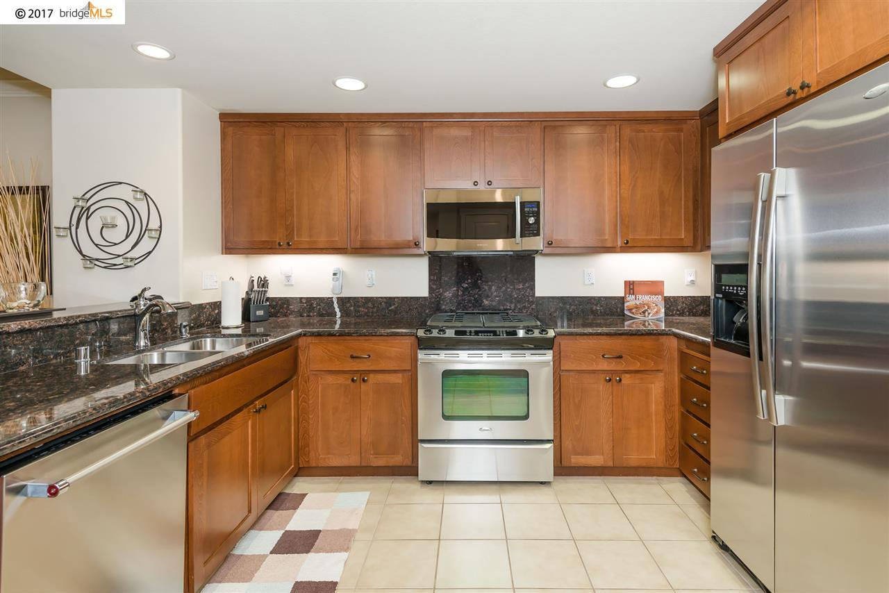 Additional photo for property listing at 205 E Crystal Cove Ter  San Francisco, Kalifornien 94134 Vereinigte Staaten
