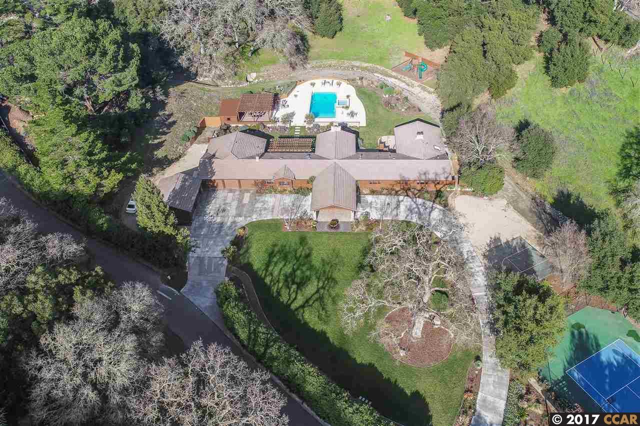 واحد منزل الأسرة للـ Sale في 2358 Alameda Diablo Diablo, California 94528 United States