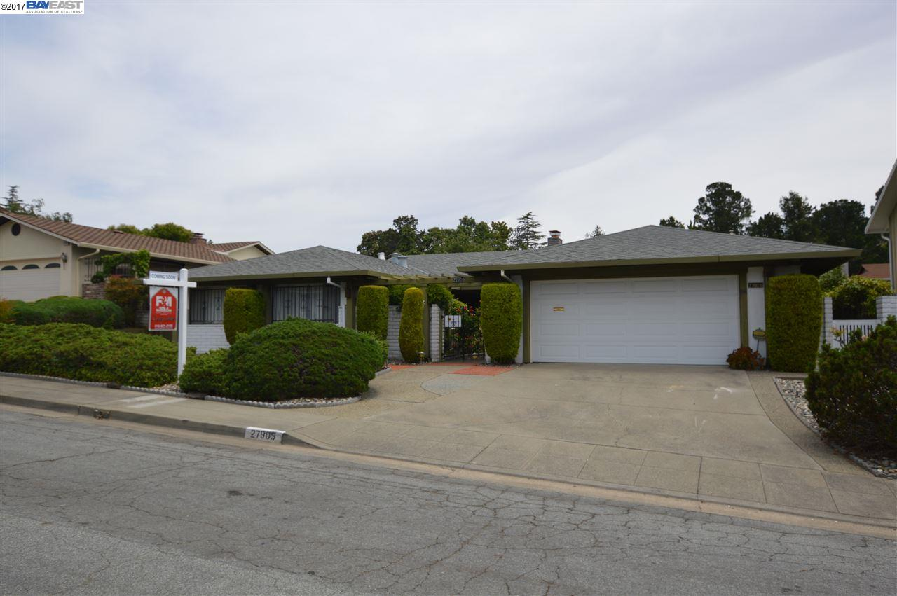 Single Family Home for Sale at 27905 Edgecliff Way Hayward, California 94542 United States