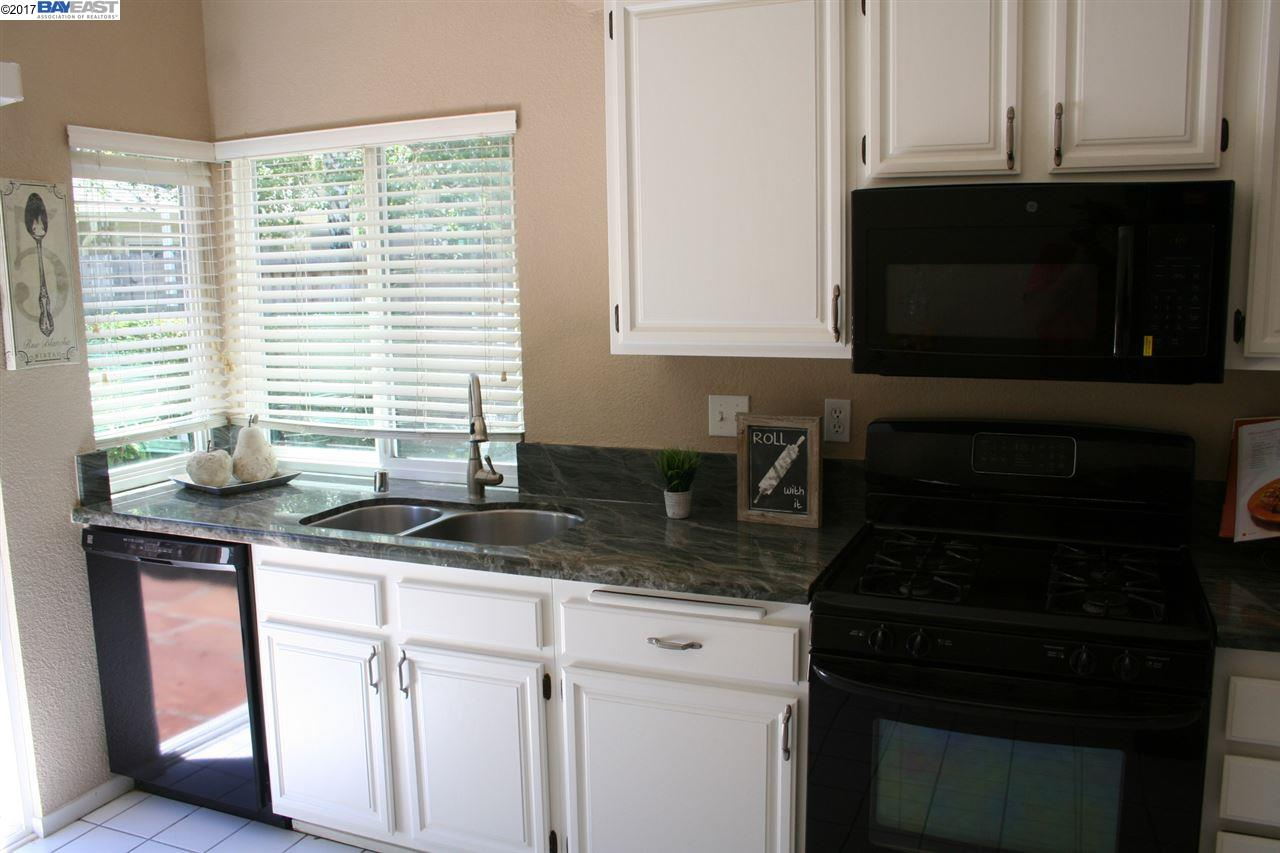 Additional photo for property listing at 2231 Oakland Avenue  Pleasanton, California 94588 United States