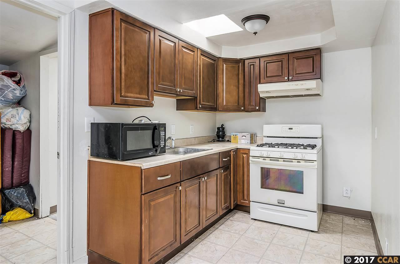 Additional photo for property listing at 7941 Winthrope Street 7941 Winthrope Street Oakland, Californie 94605 États-Unis