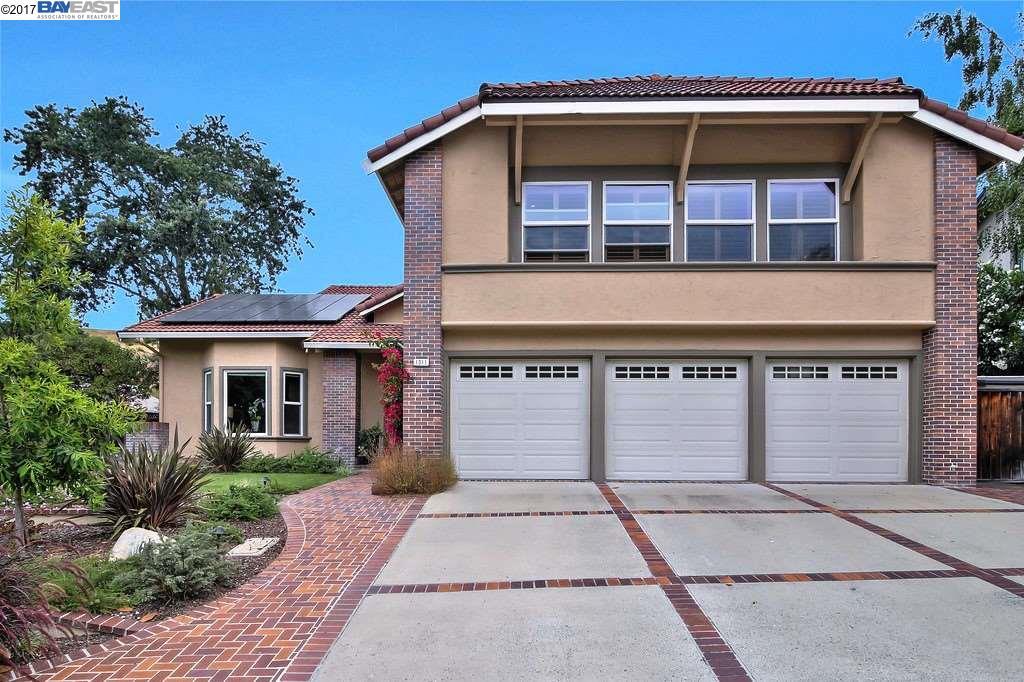 獨棟家庭住宅 為 出售 在 1011 Mazzone Drive San Jose, 加利福尼亞州 95120 美國