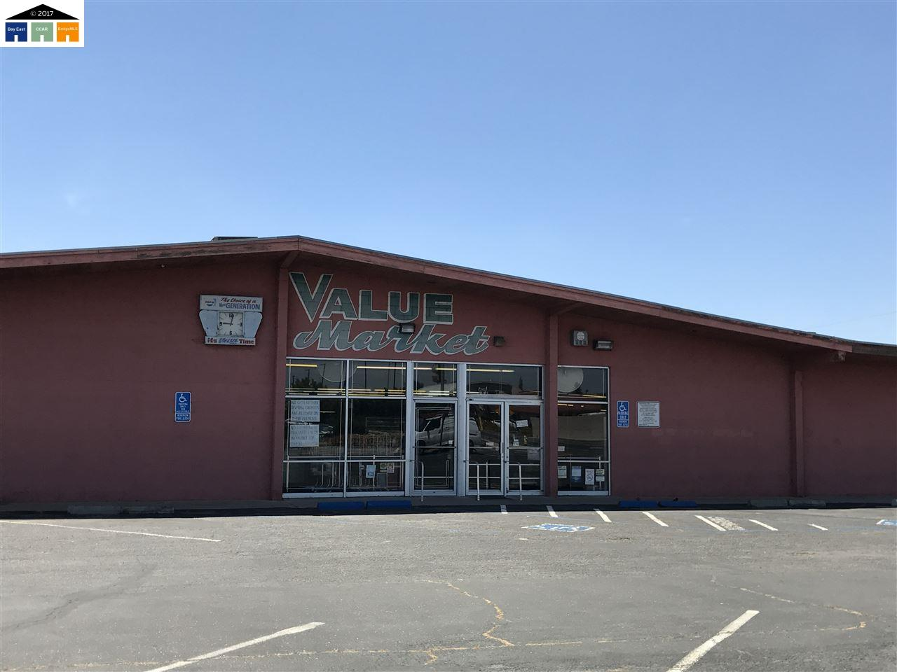Commercial للـ Sale في 1724 main street Livingston, California 95334 United States