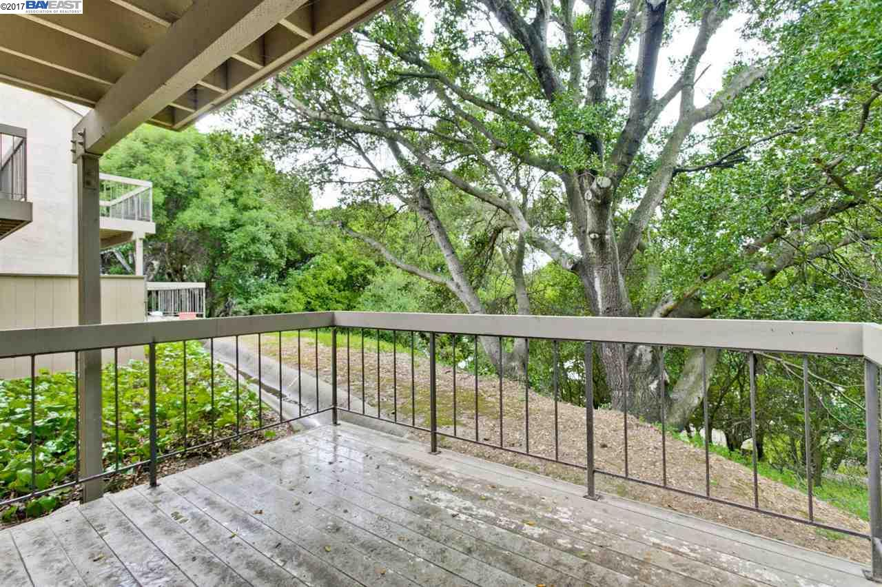Additional photo for property listing at 5310 Ridgeview Circle  El Sobrante, Californie 94803 États-Unis