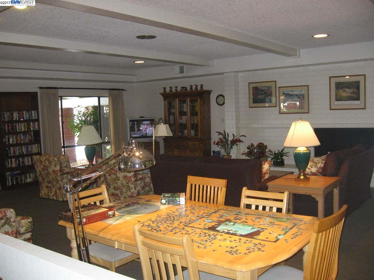 Additional photo for property listing at 385 Santa Paula 385 Santa Paula San Leandro, Californie 94579 États-Unis