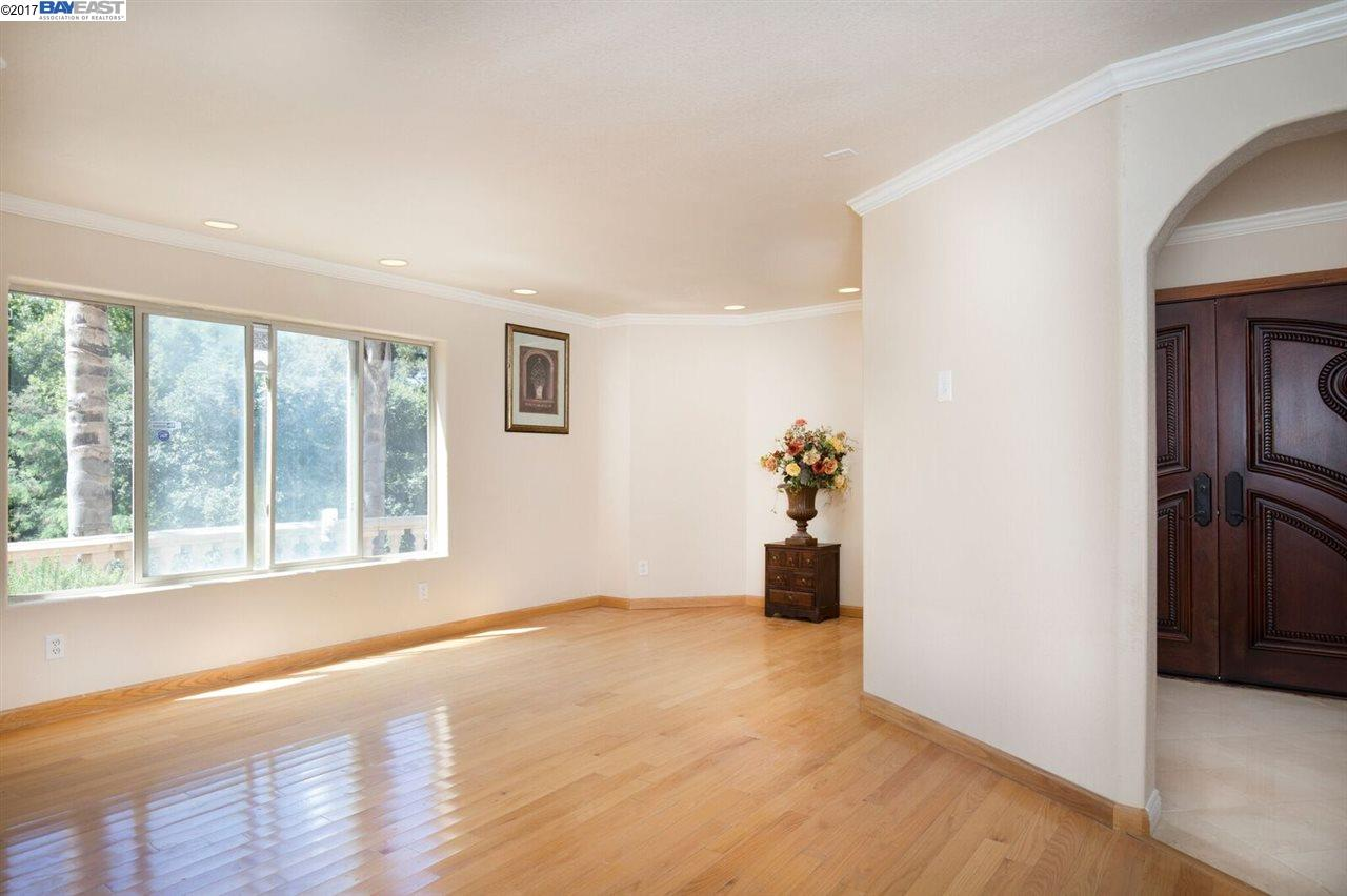 Additional photo for property listing at 4548 Heafey  Oakland, California 94605 United States