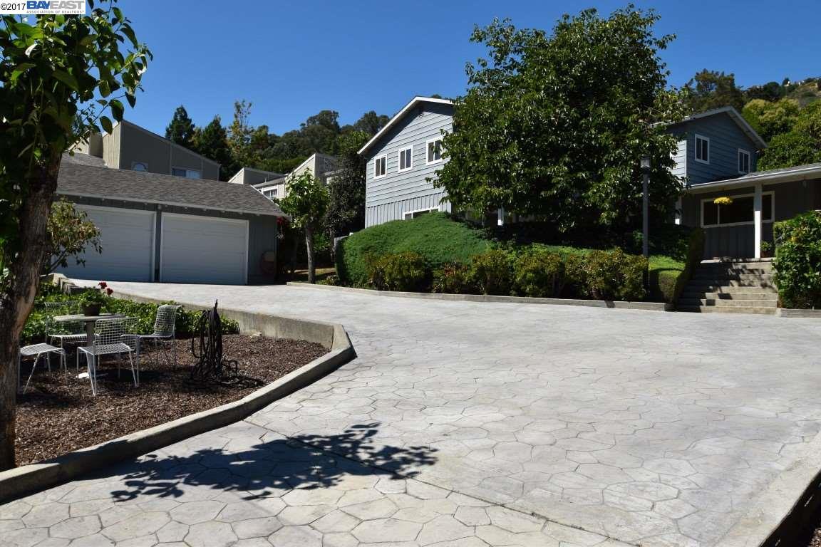 Einfamilienhaus für Verkauf beim 7600 Mountain Blvd 7600 Mountain Blvd Oakland, Kalifornien 94605 Vereinigte Staaten
